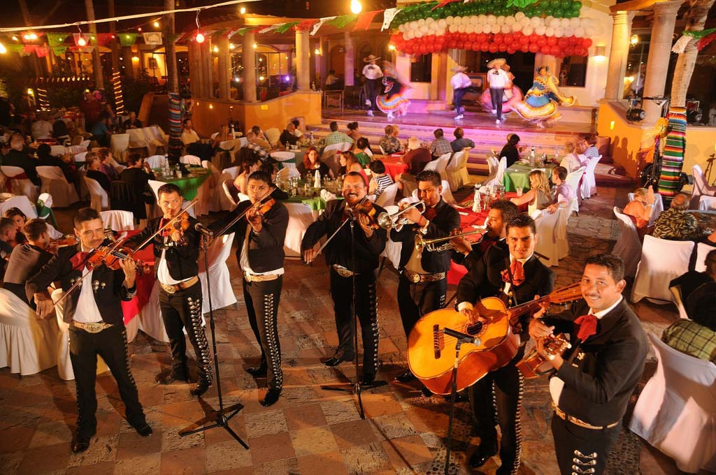 Playa Grande Resort & Grand Spa   Live Music